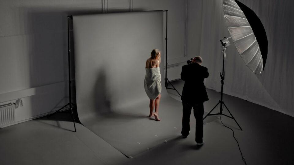dauerlicht-bewegung-unschaerfe-verschwommen-portrait-portraet-studio-fotografie05